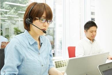 電話での問い合わせ対応とデータ入力がメイン◎