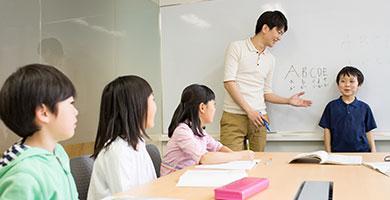 カリキュラム策定、講師の管理