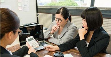 経費精算、インセンティブ管理・税理⼠及び外部パートナーとの折衝
